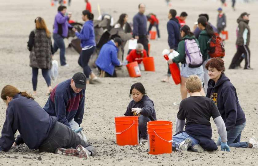 beach cleanup sf.jpg