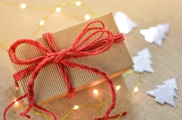 gift-box-christmas-bow-present-holiday-1418246-pxhere.com.jpg