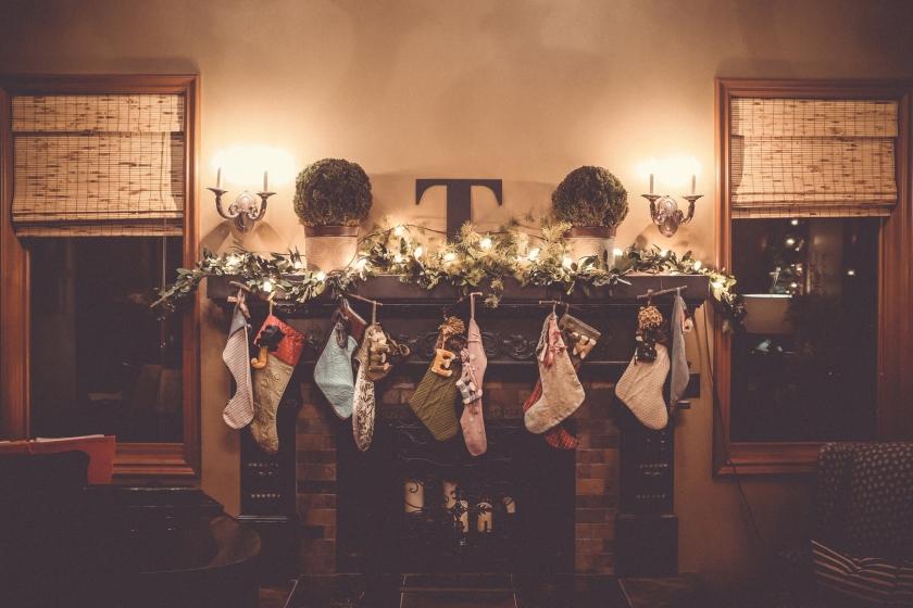 fireplace-musician-hanging-christmas-festive-stage-1392004-pxhere.com.jpg