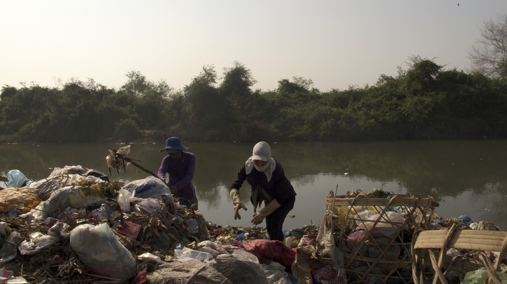nature-waste-pollution-river-water-bank-1589013-pxhere.com.jpg