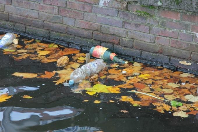 water-nature-plastic-pond-environment-dirt-773268-pxhere.com.jpg
