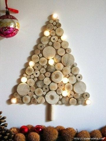 Beautiful-driftwood-log-Christmas-wall-tree.