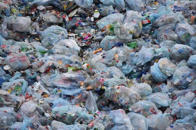 plastic-environment-litter-waste-dump-garbage-423456-pxhere.com