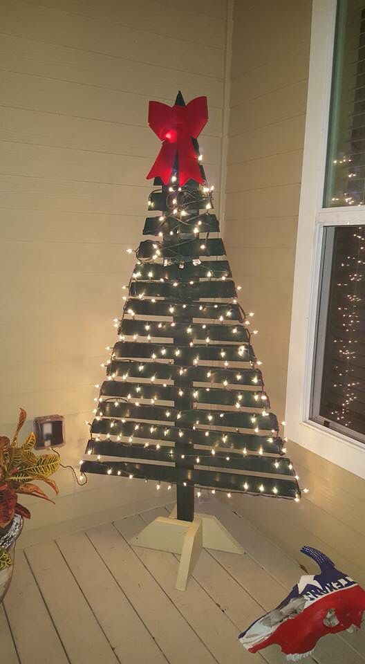 Pallet-Christmas-Tree-decor-with-Lights